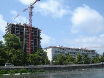Офисно–медицинский центр с жилыми помещениями по ул.Чайковского в Центральном районе г.Сочи, Этап возведения здания, 02.07.2009