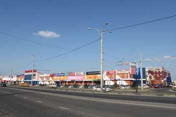 Крупнейший на юге России торгово-зрелищный центр «Красная площадь» в г.Краснодаре